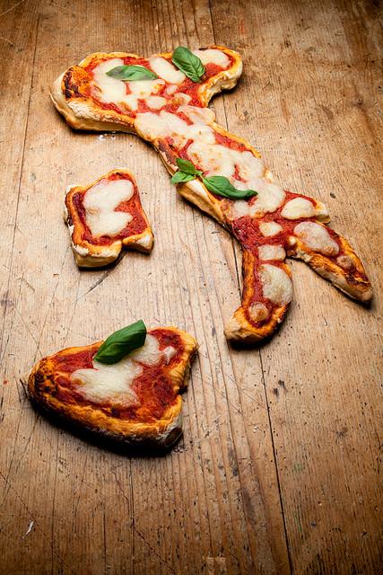 TUTTO IL MONDO È BELPAESE-ITALY PIZZA&SPAGHI PURE IN CANADA