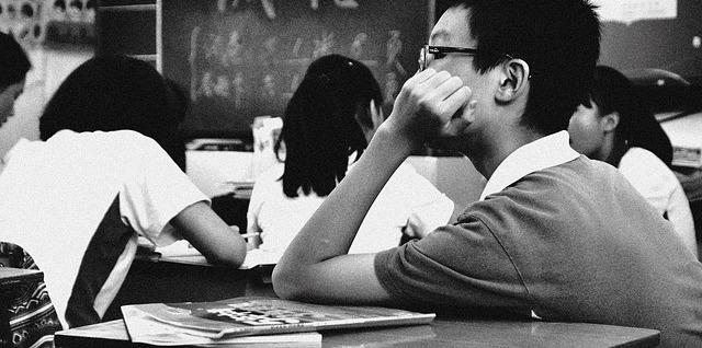 RAGAZZI FUORI – IL CASO DEL 16ENNE GAY ALLONTANATO DA CLASSE