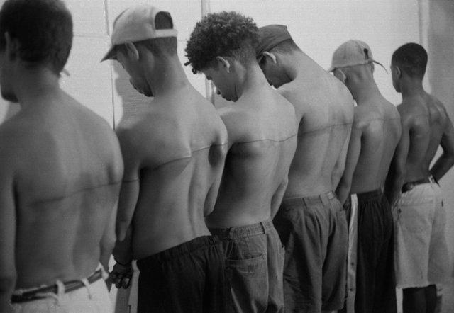Mea Culpa – Santiago Sierra, l'arte che fa discutere e che fa pensare