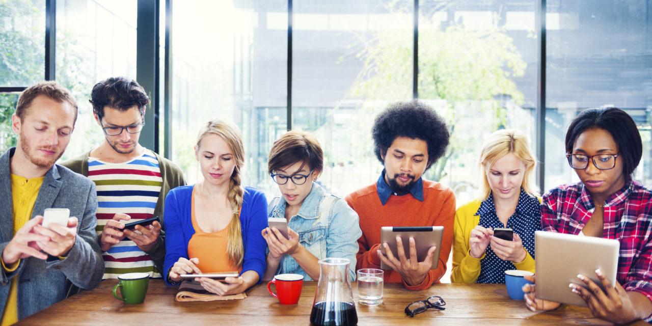 Noi stessi, visti dai social. La verità è che ci stiamo, semplicemente, rincoglionendo
