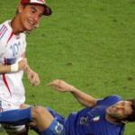 Il nuovo caso Rossi – Marquez, ai campioni (simpatici) si perdona tutto