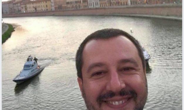 Salvini e la Repubblica dei selfie